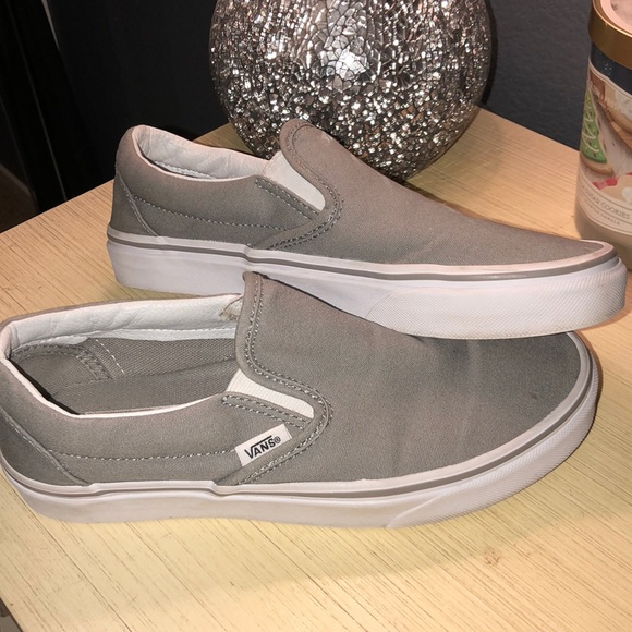 0d25dc7081 LIGHT GRAY SLIP ON VANS. M 5ab5f6593a112e71e81c00ba
